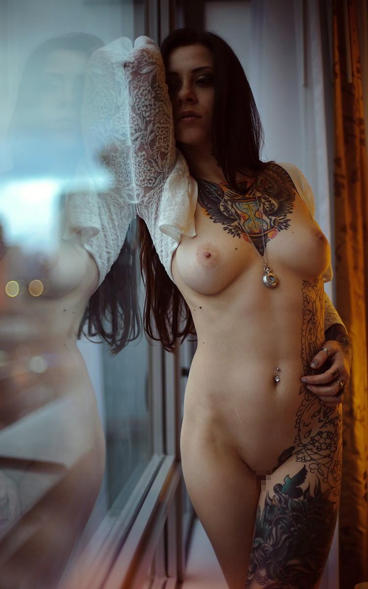 全身 タトゥー 全裸 美女 セクシー ヌード エロ画像【17】