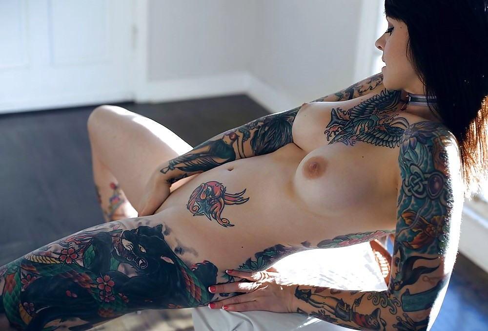 全身 タトゥー 全裸 美女 セクシー ヌード エロ画像【25】