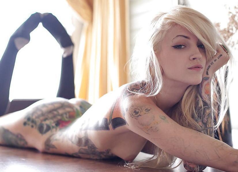 全身 タトゥー 全裸 美女 セクシー ヌード エロ画像【32】