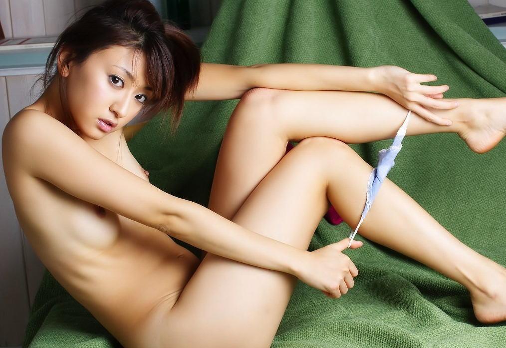 脱ぎかけ パンツ 脚 尻 くるくる巻き エロ画像【26】