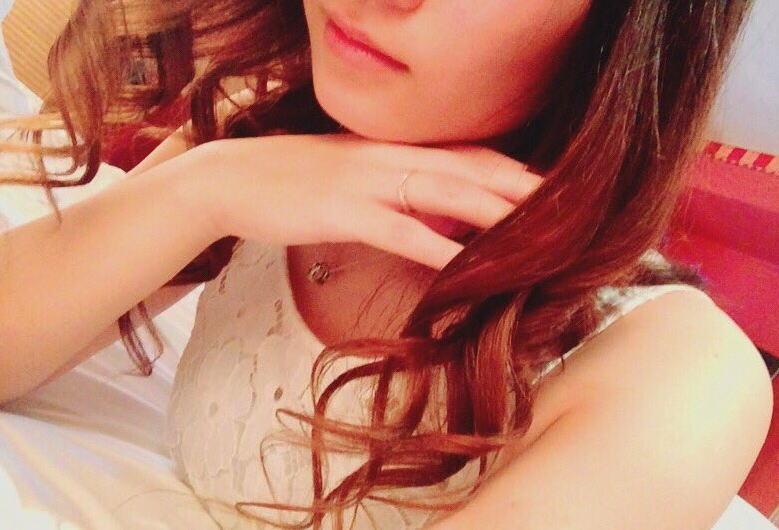 21歳の元ソープ嬢が手入れ完璧の高画質パイパンマンコ画像をTwitterに投稿wwwwwww