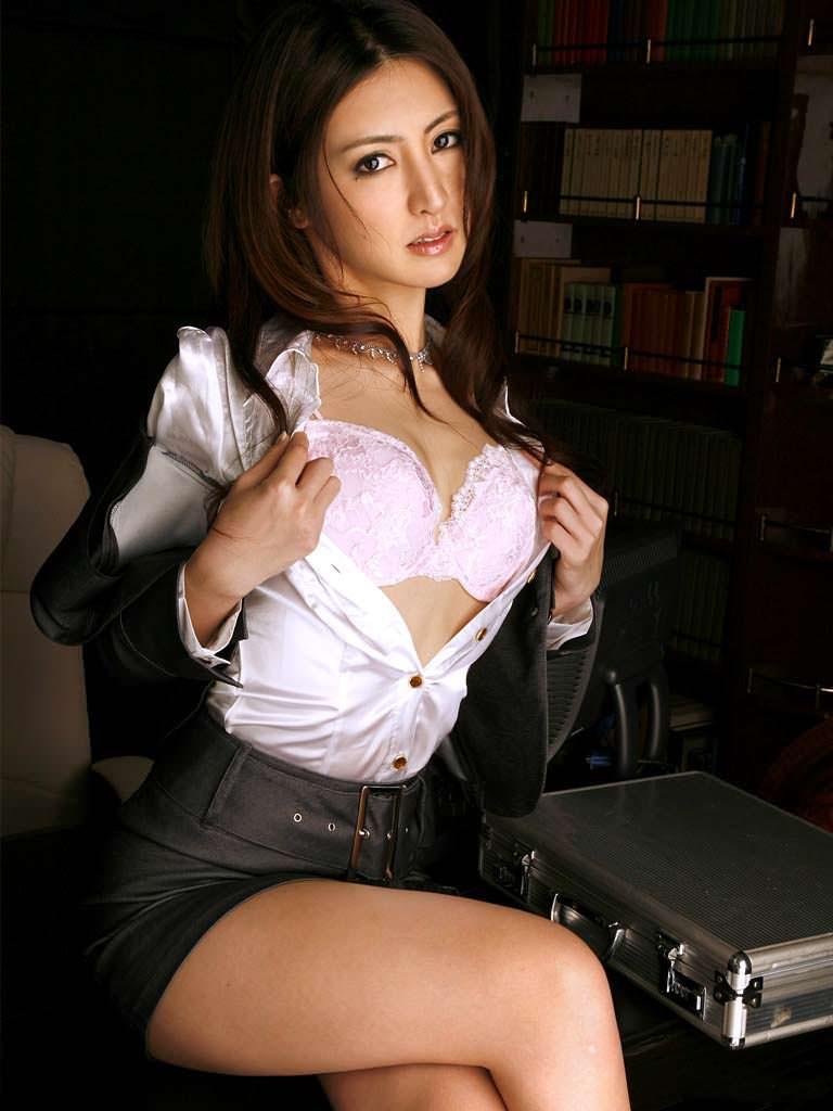美女 おっぱい ブラジャー エロ画像【5】