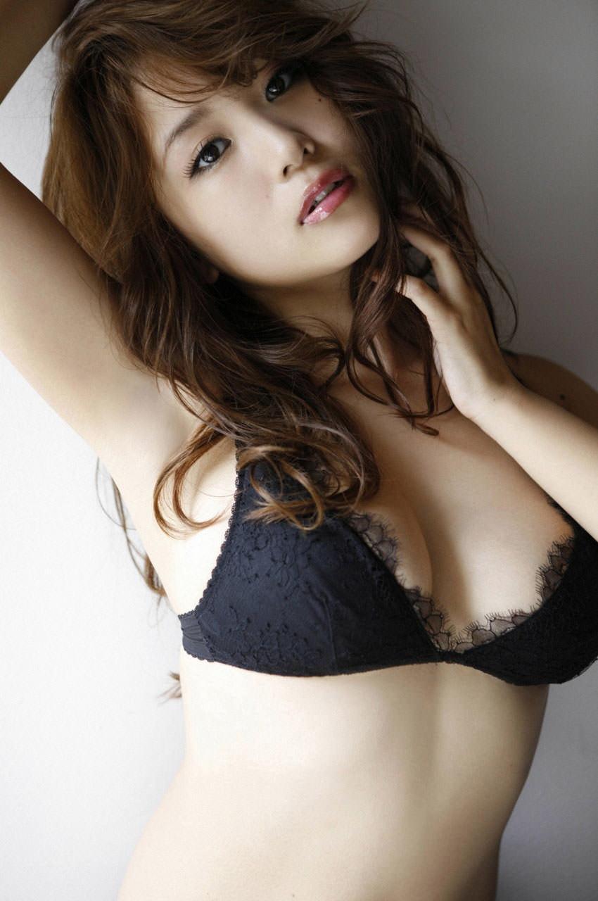 美女 おっぱい ブラジャー エロ画像【11】