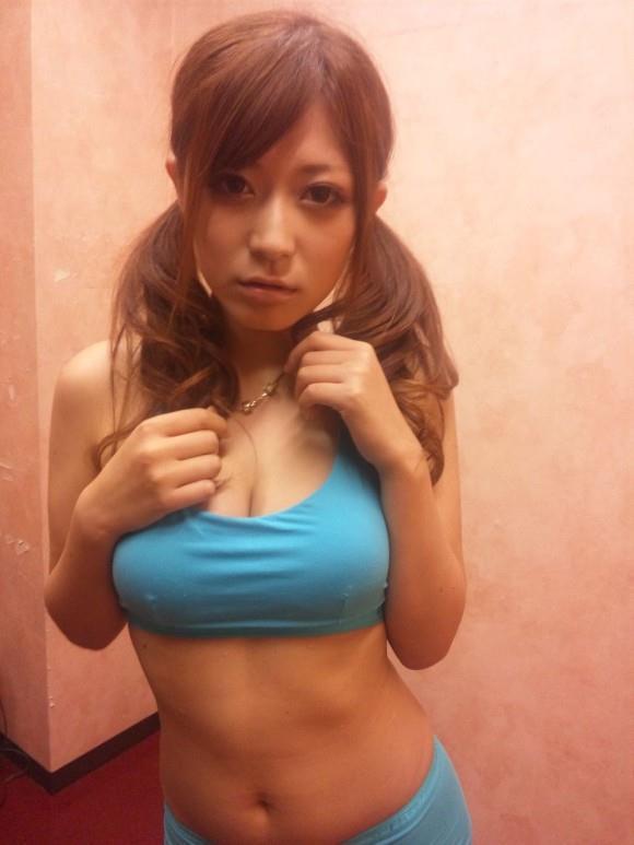 美女 おっぱい ブラジャー スポブラ エロ画像【24】