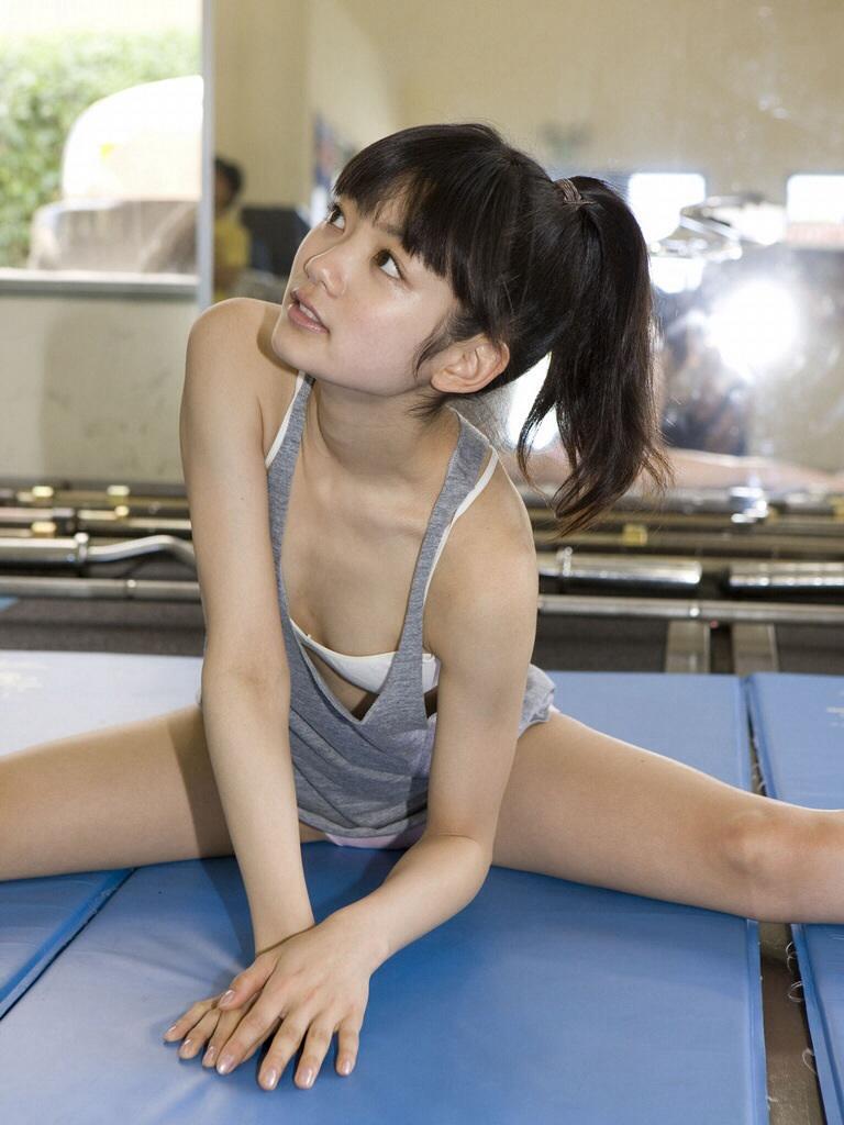 美女 おっぱい ブラジャー スポブラ エロ画像【28】