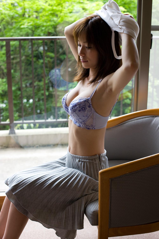 美女 脱衣 洋服 下着 脱ぐ 脱ぎかけ 美人 エロ画像【5】