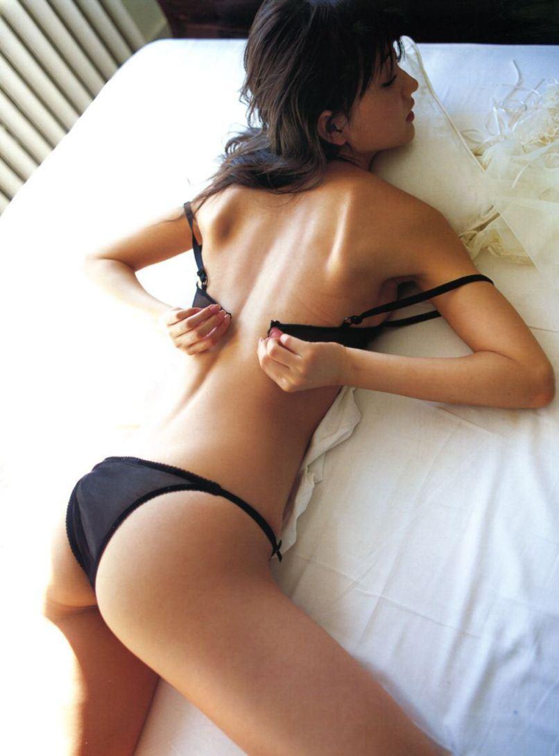 美女 脱衣 洋服 下着 脱ぐ 脱ぎかけ 美人 エロ画像【30】