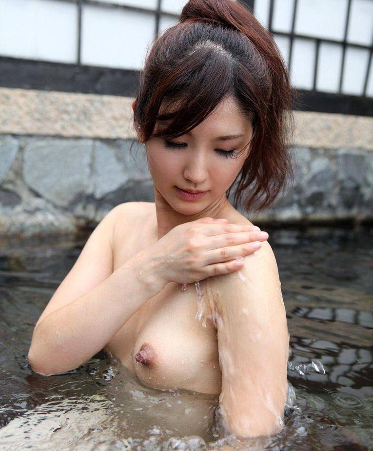 美女 露天風呂 温泉 入浴 美人 エロ画像【5】