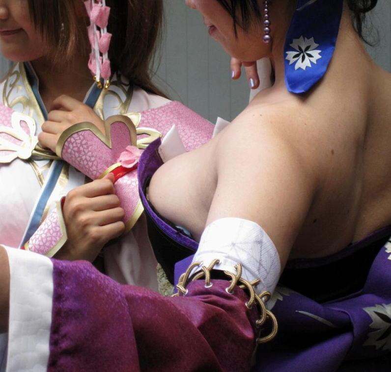 コミケ 胸チラ 乳首チラ コスプレイヤー 過激 胸元 エロ画像【23】