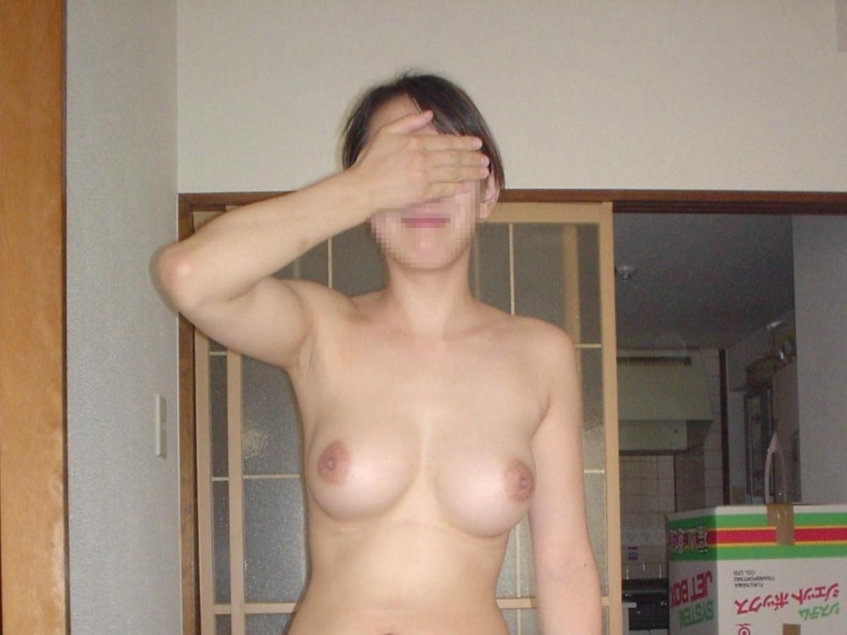 おばちゃん 恥ずかしい 顔 隠す 人妻 熟女 エロ画像【4】