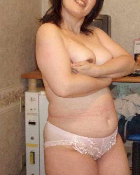 おばさん 勝負パンツ パンツ一枚 トップレス 熟女 エロ画像【6】