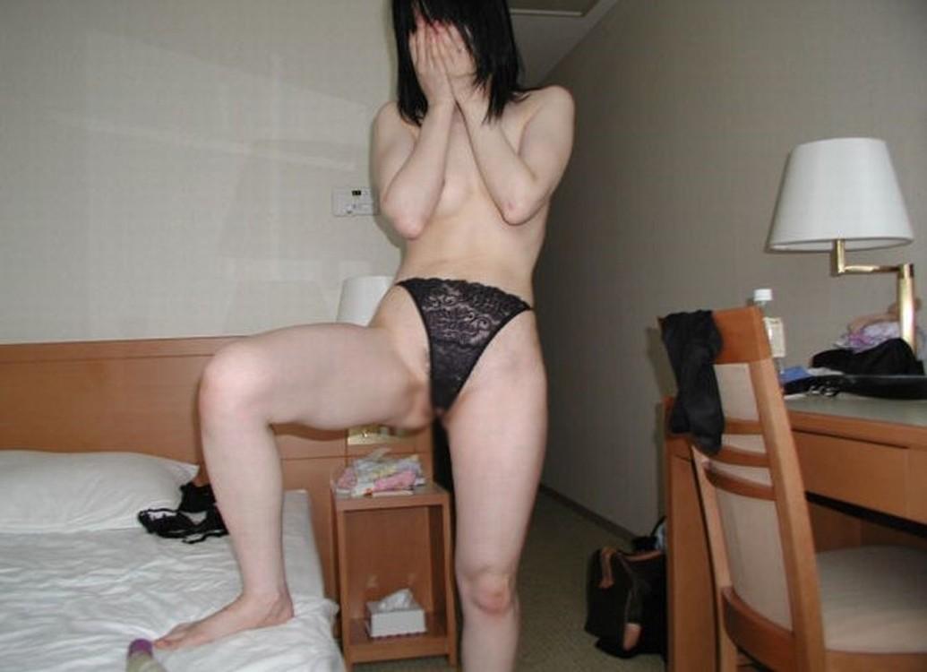 おばさん 勝負パンツ パンツ一枚 トップレス 熟女 エロ画像【8】