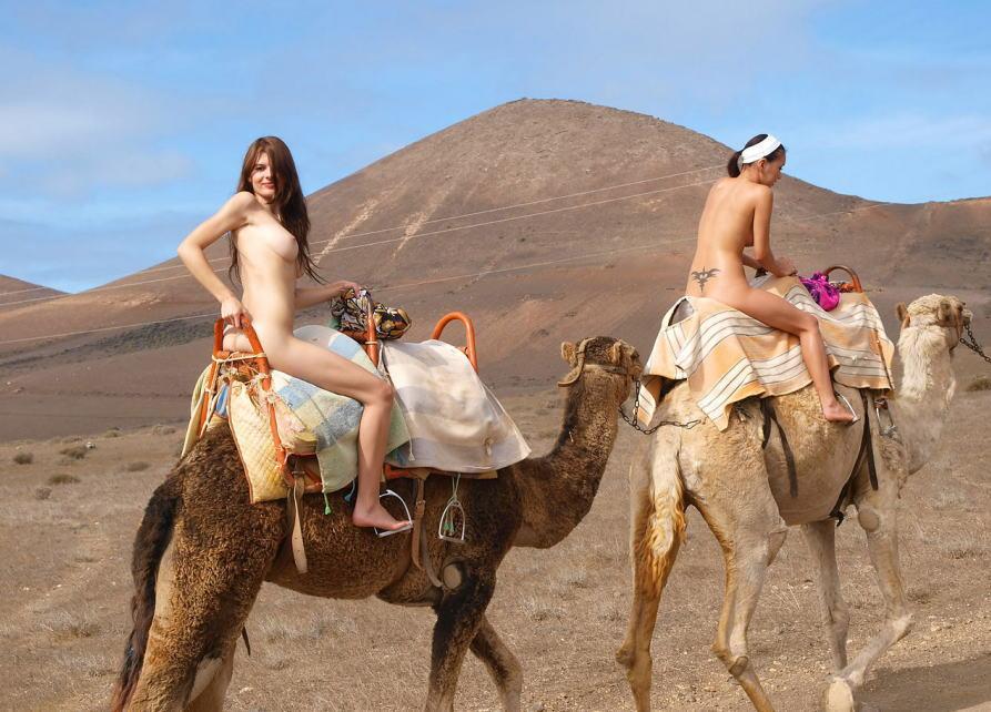 砂漠 荒野 全裸 外国人 デザート ヌード エロ画像
