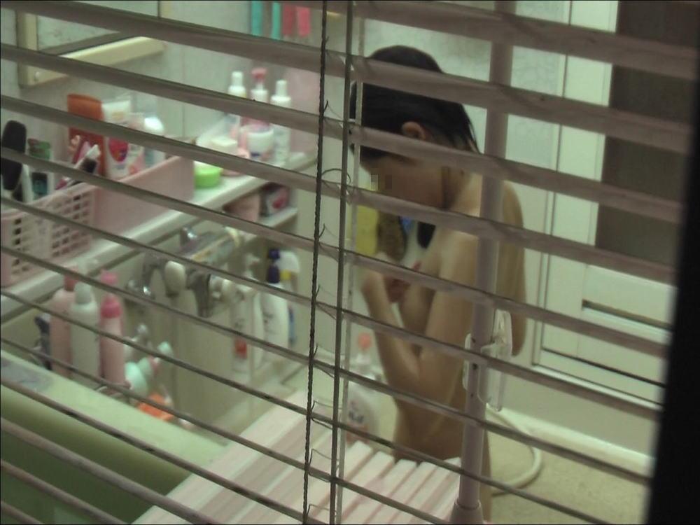 着替え お風呂上がり 身内 第三者 盗撮 エロ画像【26】