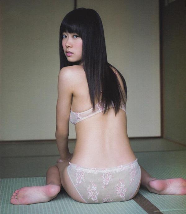 女の子座り ぺったんこ アヒル 背中 エロ画像【2】