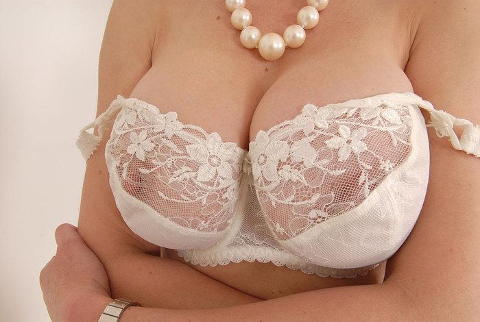 乳首 透ける ブラジャー シースルーブラ エロ画像【12】