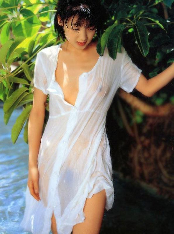 美女 着衣 濡れる 乳首 マン毛 透ける エロ画像【2】