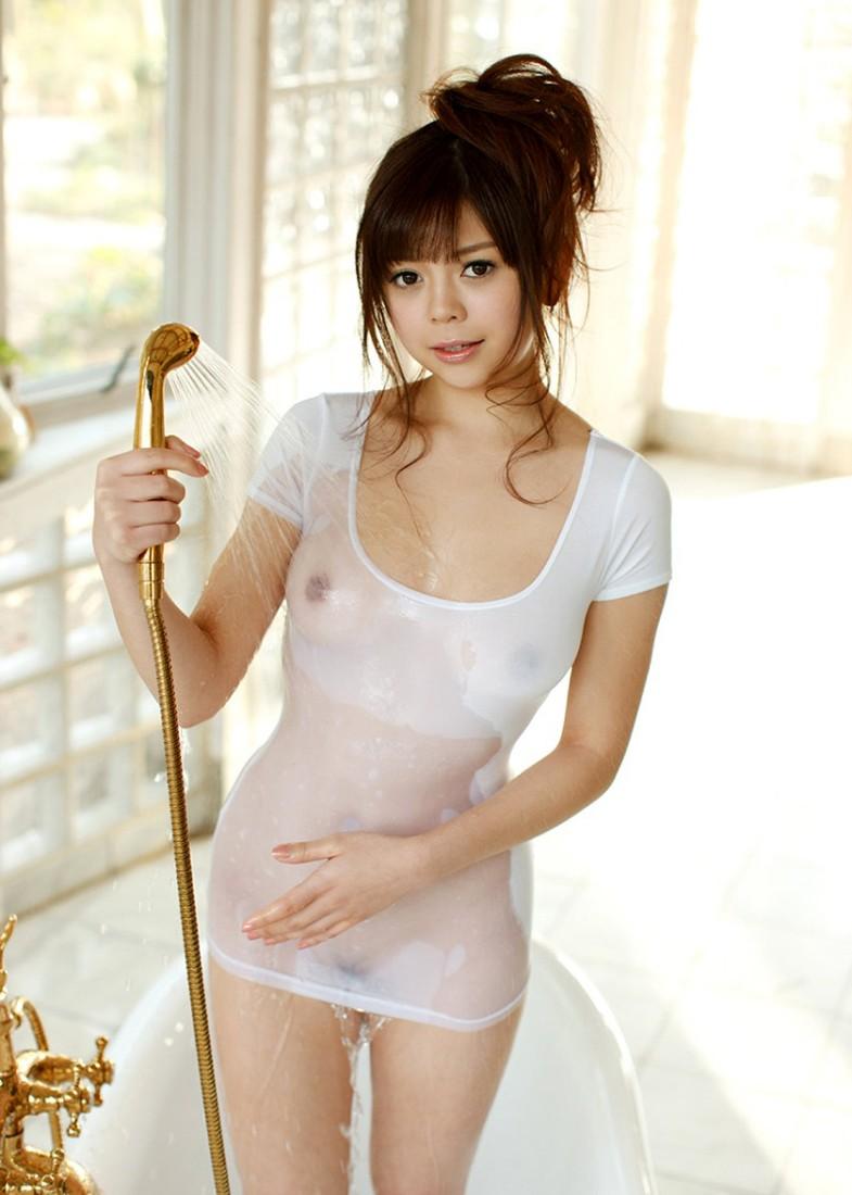 美女 着衣 濡れる 乳首 マン毛 透ける エロ画像【10】