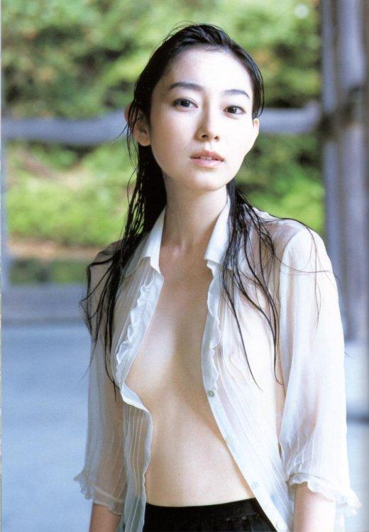 美女 着衣 濡れる 乳首 マン毛 透ける エロ画像【23】