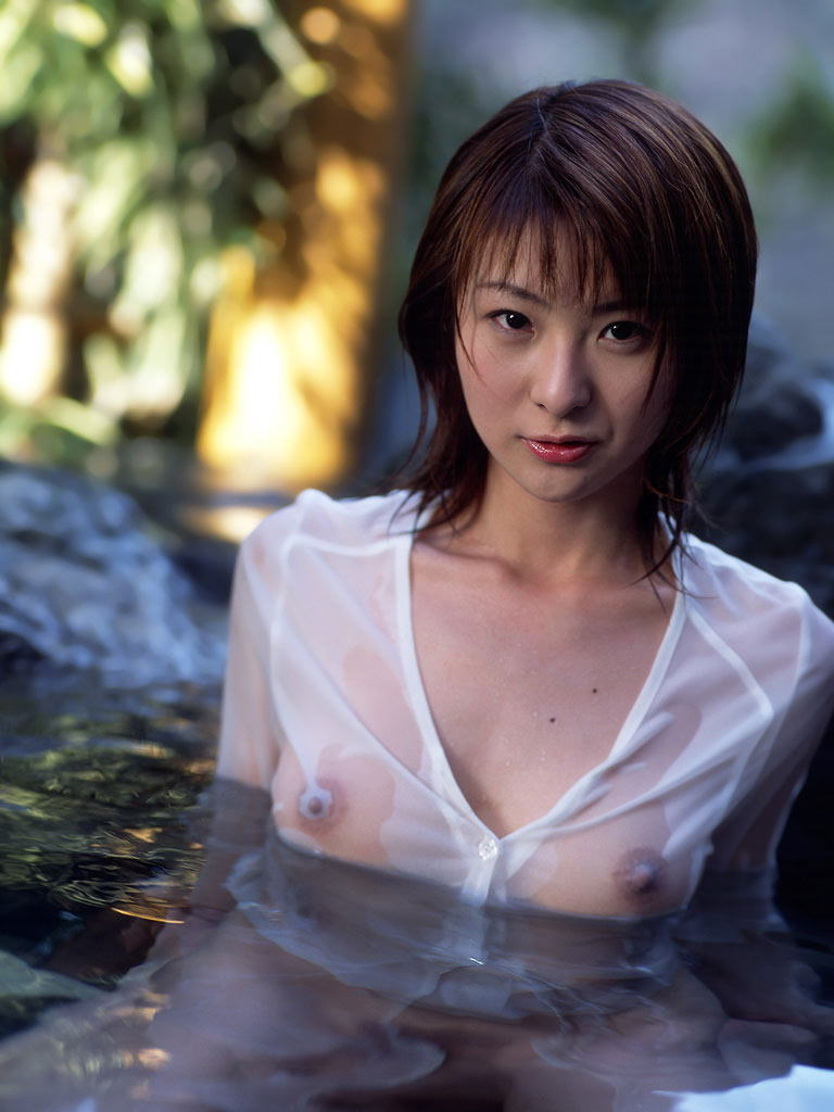 美女 着衣 濡れる 乳首 マン毛 透ける エロ画像【31】