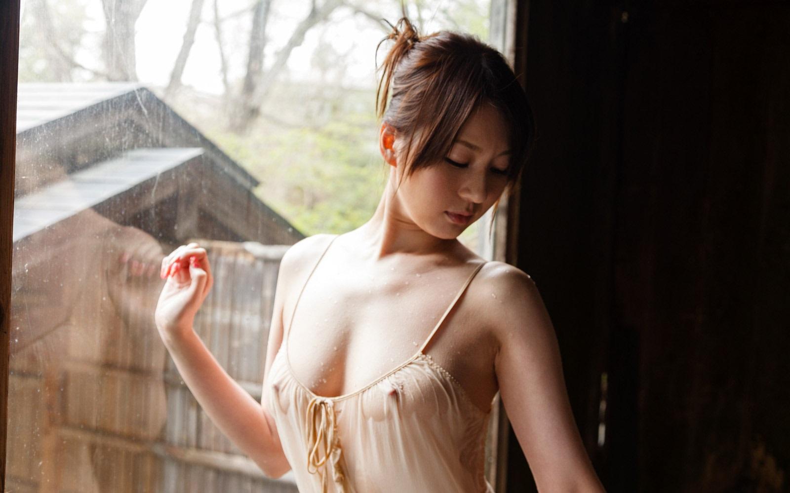 美女 着衣 濡れる 乳首 マン毛 透ける エロ画像【34】