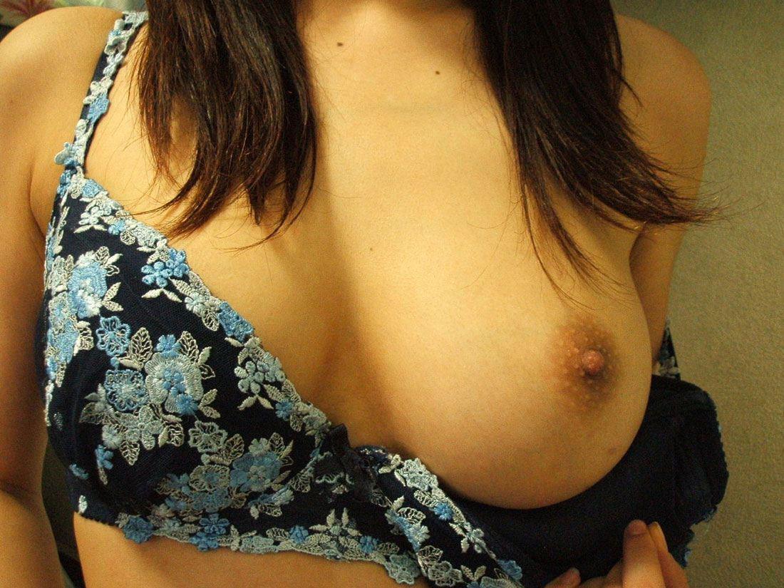 美乳 片乳 綺麗 おっぱい ポロリ エロ画像【13】