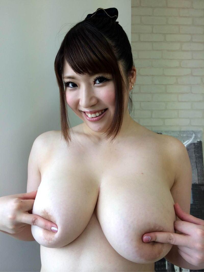 乳首 隠す 指ブラ 1本指 2本指 エロ画像【33】