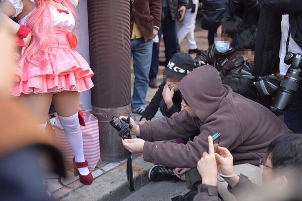 コミケ カメコ スカートの中 撮影 ローアングラー エロ画像【3】
