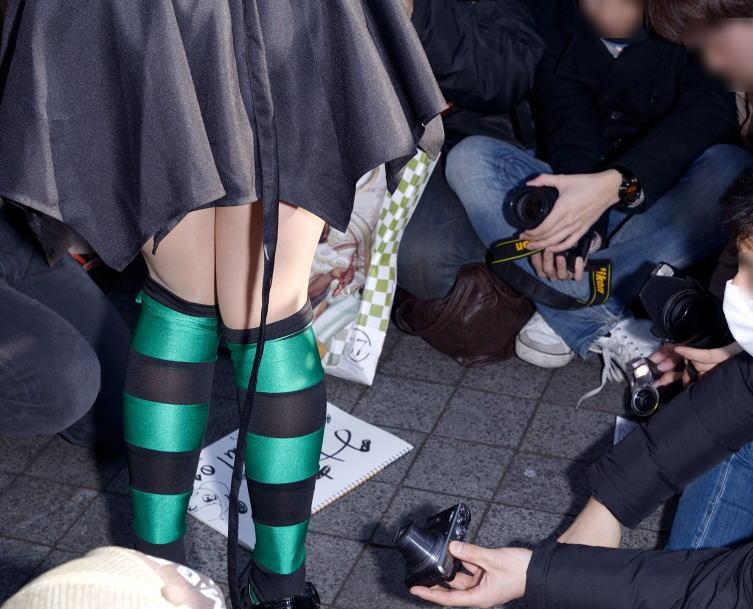 コミケ カメコ スカートの中 撮影 ローアングラー エロ画像【9】