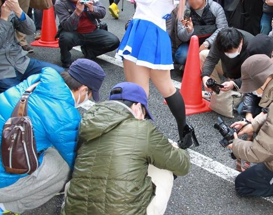 コミケ カメコ スカートの中 撮影 ローアングラー エロ画像【21】