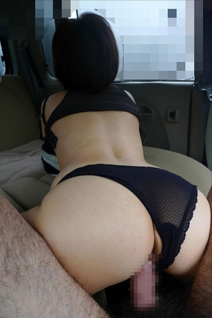 カーセックス 事後あり 熟女 人妻 車内 性行為 エロ画像【29】