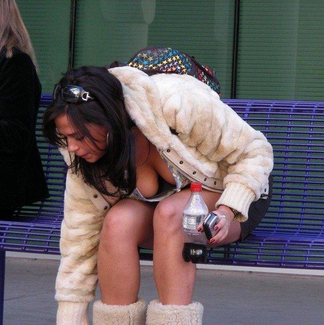 着衣巨乳 外国人 谷間 海外 街撮り エロ画像【41】