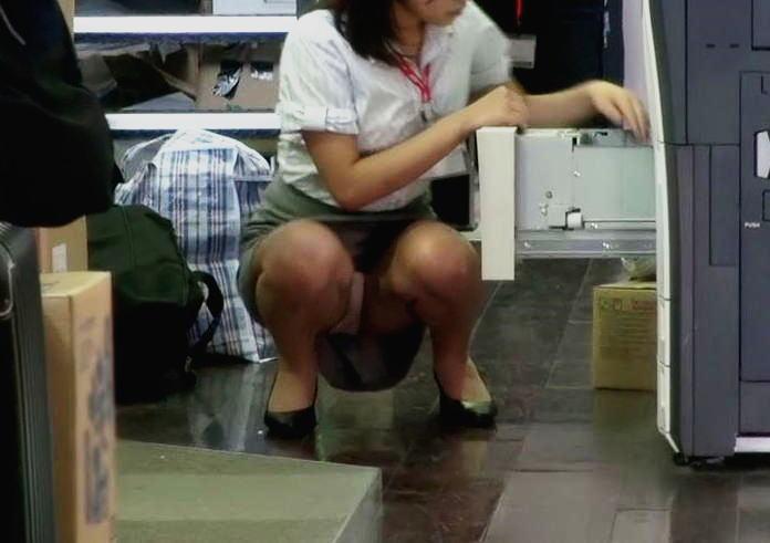 OL パンチラ 働く女性 パンツ エロ画像