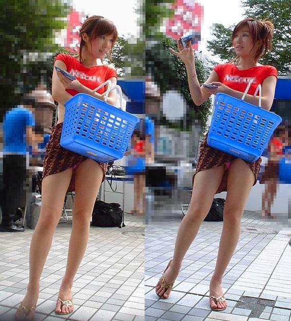 パンチラ 気付かない スカート 捲れる パンツ 丸見え エロ画像【35】