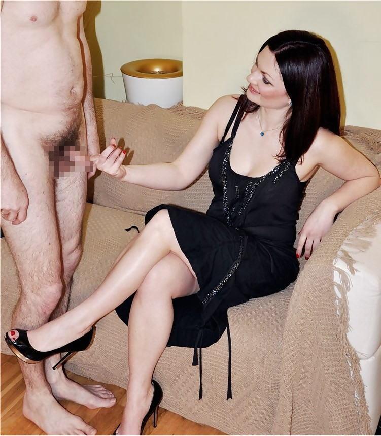 ドS女性 ドM男性 全裸 辱め CFNM エロ画像【15】