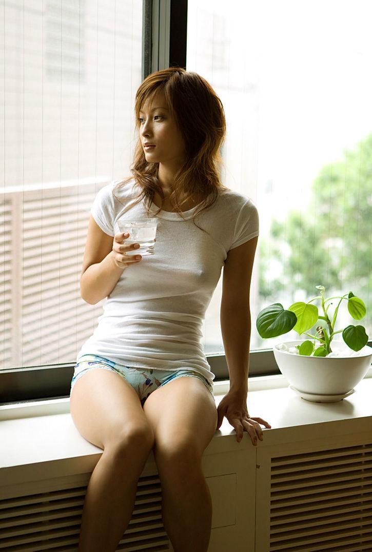 透けポチ 美人 着衣 乳首 透ける ノーブラ 美女 エロ画像【5】