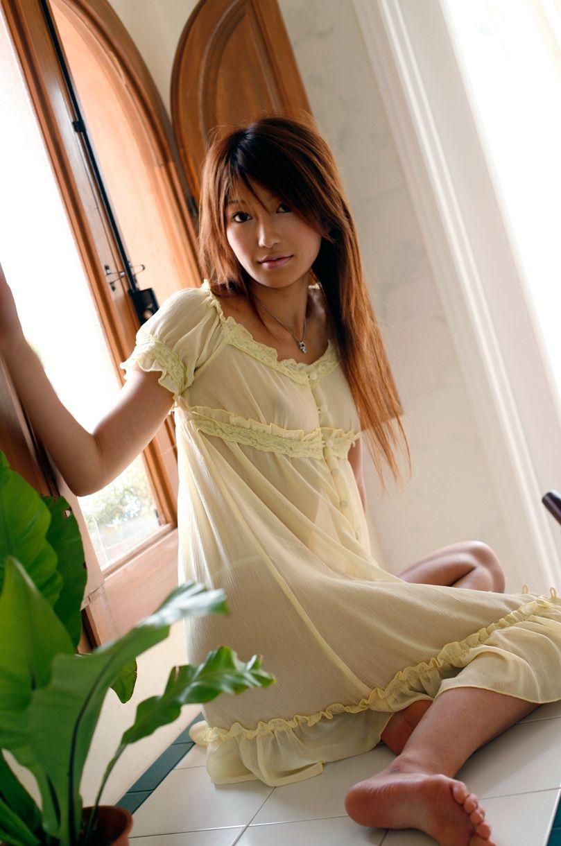透けポチ 美人 着衣 乳首 透ける ノーブラ 美女 エロ画像【6】