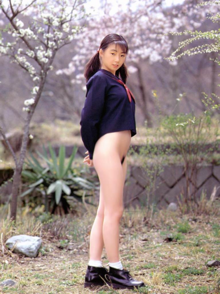 中学生の女の子の全裸画像ください