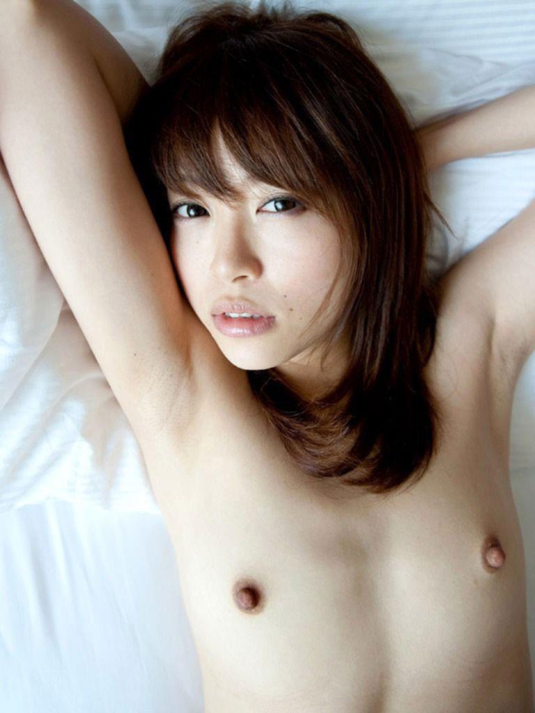 貧乳 勃起 乳首 敏感 性感帯 ビンビン エロ画像【3】