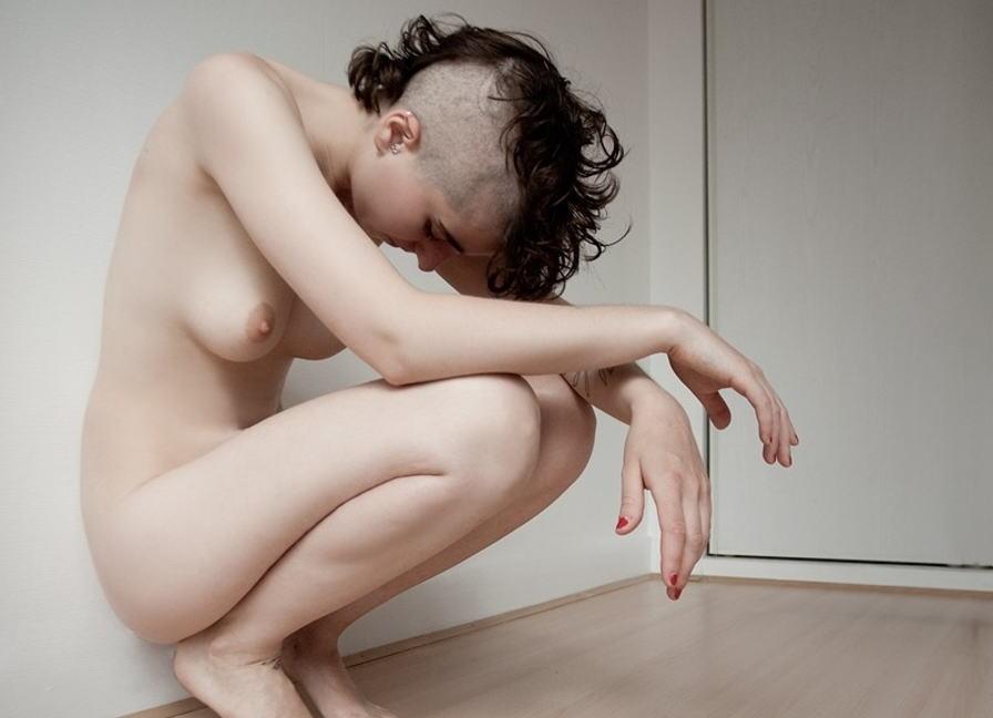 短髪 外国人 全裸 ショートヘア ヌード エロ画像