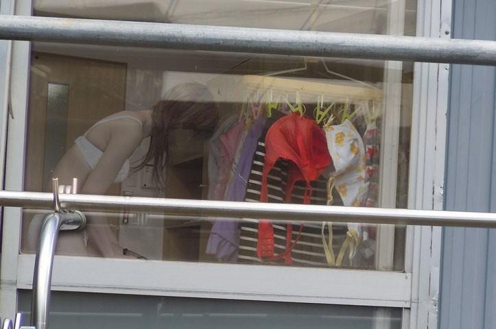 部屋 着替え 盗撮 身内 隠し撮り エロ画像【3】