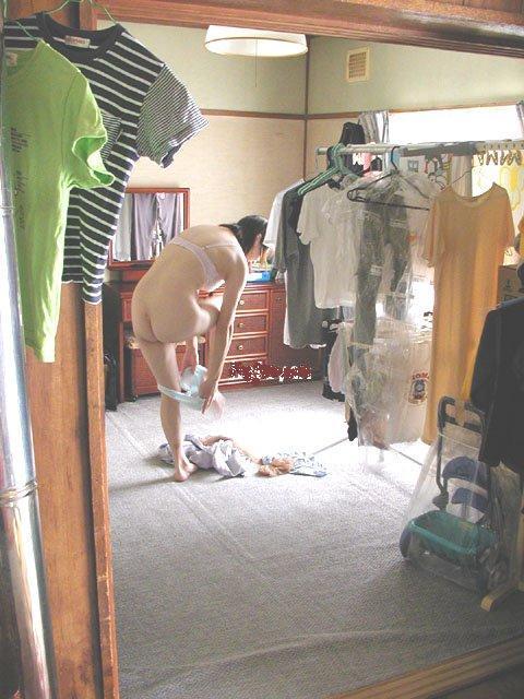 部屋 着替え 盗撮 身内 隠し撮り エロ画像【37】