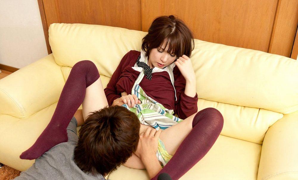 クンニ パンツ ずらす 脚 引っ掛ける エロ画像【31】