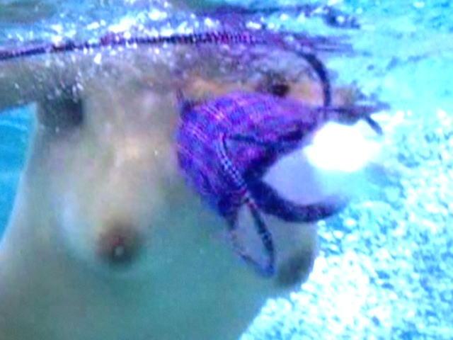 水着 おっぱい マンコ ポロリ 水中 ハプニング エロ画像