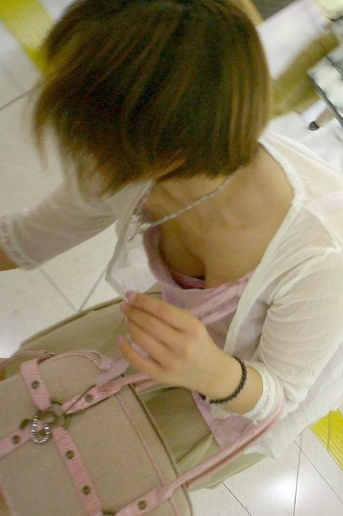 デパート スーパー 買い物 女性客 店内 胸チラ エロ画像【2】