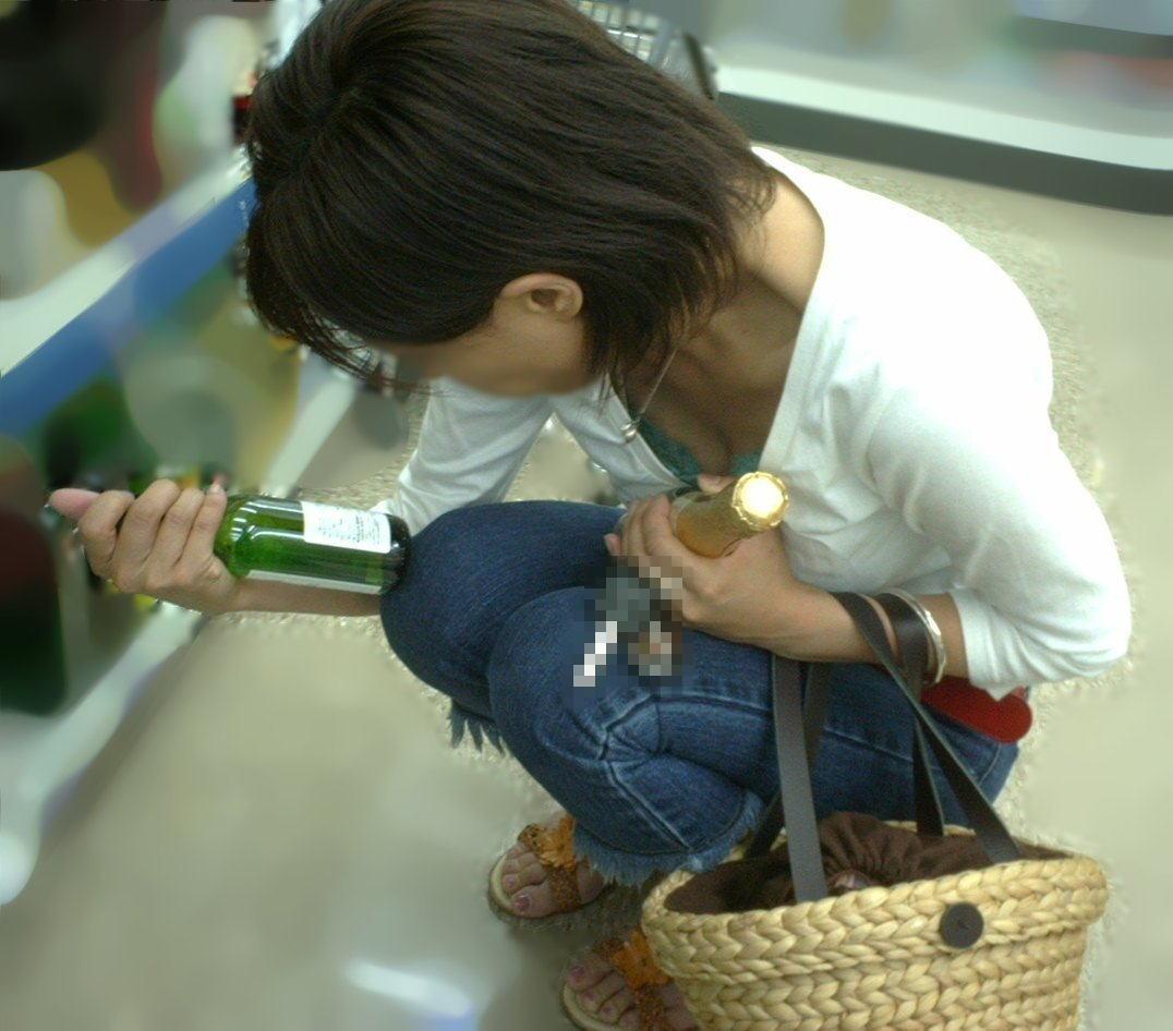 デパート スーパー 買い物 女性客 店内 胸チラ エロ画像【14】