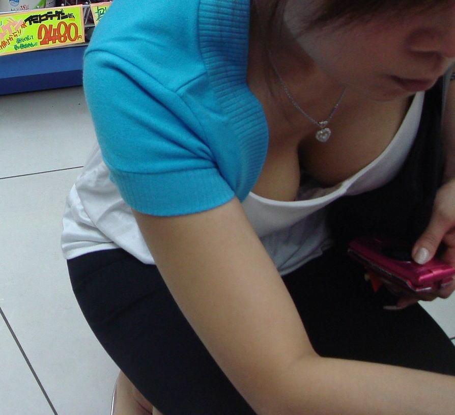 デパート スーパー 買い物 女性客 店内 胸チラ エロ画像【22】