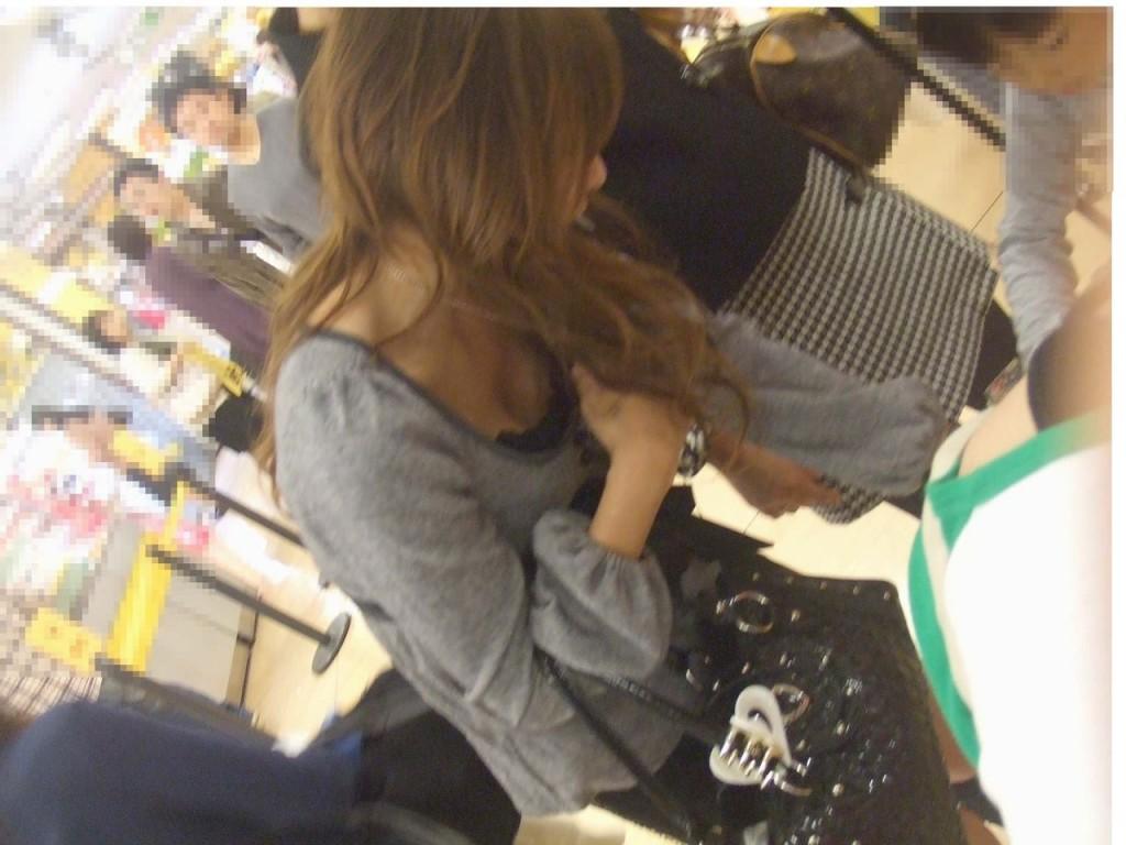 デパート スーパー 買い物 女性客 店内 胸チラ エロ画像【35】