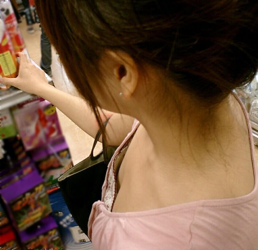 デパート スーパー 買い物 女性客 店内 胸チラ エロ画像【43】