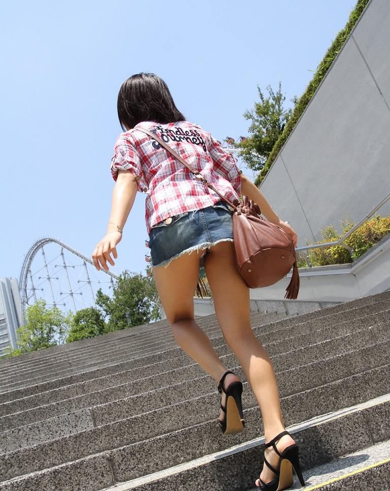 パンツ ミニスカ 階段 パンチラ エロ画像【5】
